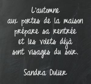 L'automne aux portes de la maison prépare sa rentrée et les volets déjà sont visages du soir. - Sandra Dulier - Automne #citation #rentrée