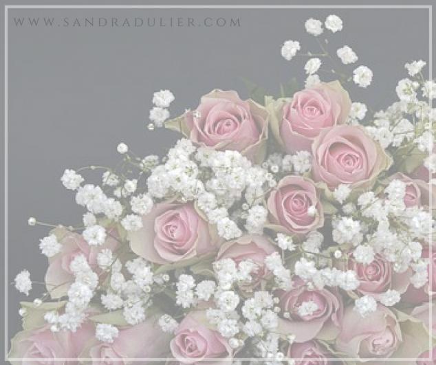 Envie de tes bras, envie de ton coeur, désir d'un parfum et de douceurs, juste l'envie d'être là, mon coeur dans tes bras.  Sandra Dulier -  Carnets poétiques(2016) Lire la suite sur  http://www.sandradulier.com/blog/les-parfums-de-saison/pourquoi-j-aime-fevrier.html Roses et gypsophile