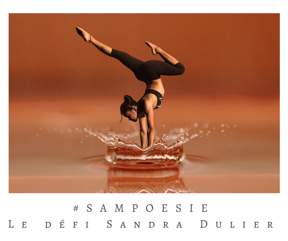 Que vous inspire cette photo ? A vos poèmes #Sampoésie. #femme #équilibre #fitness #eau #écrire #poésie.