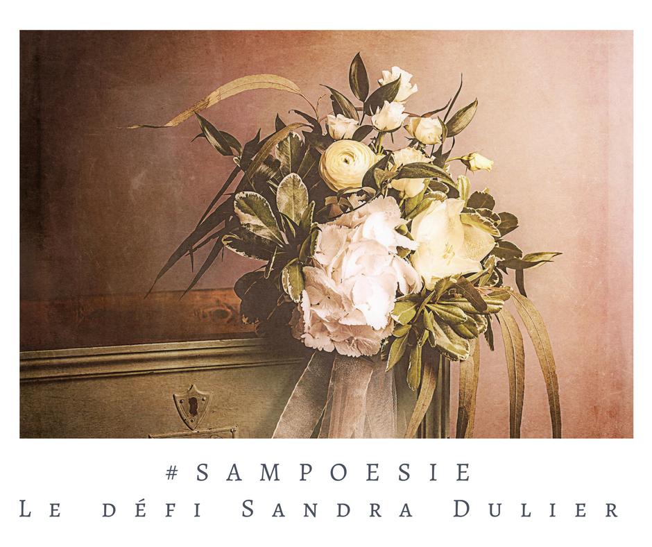 Que vous inspire cette photo ? A vos poèmes #Sampoésie. Bouquet, commode, armoire, fleurs, nature morte, romantisme, amour, écrire, poésie.