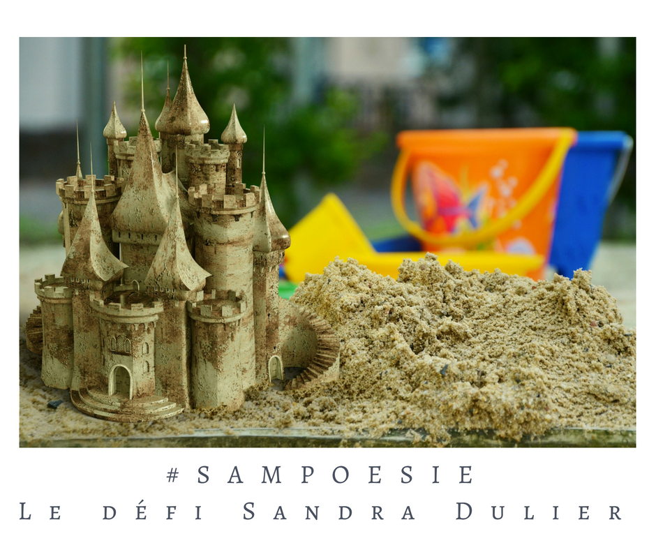Que vous inspire cette photo ? A vos poèmes #Sampoésie. #sable #plage #château #enfance #écrire #poésie