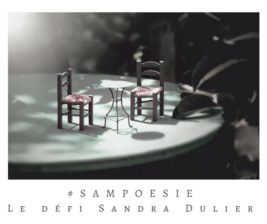 Que vous inspire cette photo ? A vos poèmes #Sampoésie. #photo #chaise #miniature #maquette # # #écrire #poésie.